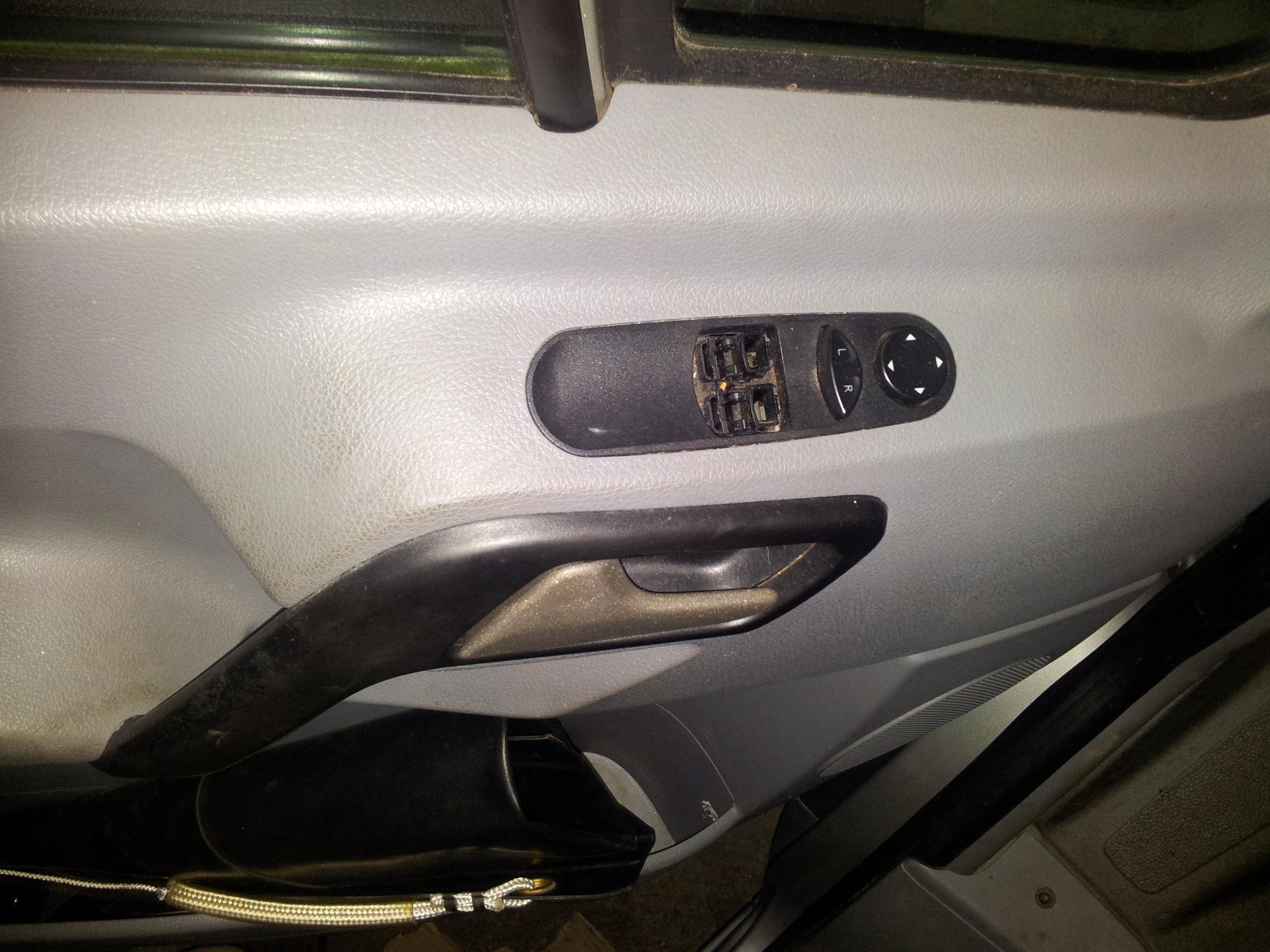 Elektrische Fensterheber Knöpfe nachrüsten | surfandfriends