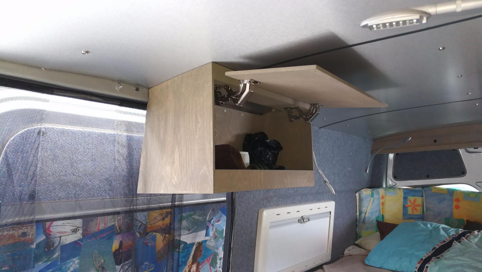 h ngeschrank montieren k chenschrank aufh ngen k che renovieren h ngeschrank befestigung h. Black Bedroom Furniture Sets. Home Design Ideas